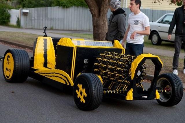 carro de corrida feito de lego